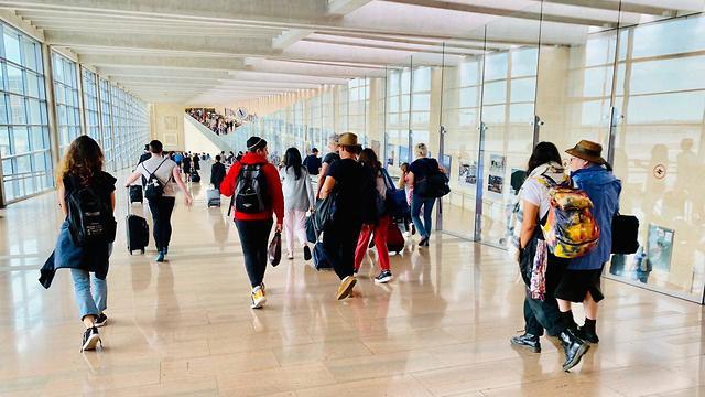 בדרך לשער הכניסה לישראל (צילום: שירי הדר)