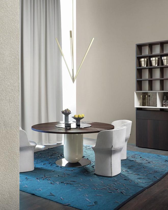 שולחן אוכל בעיצוב אטורה סוטסאס. ''רוזטו''