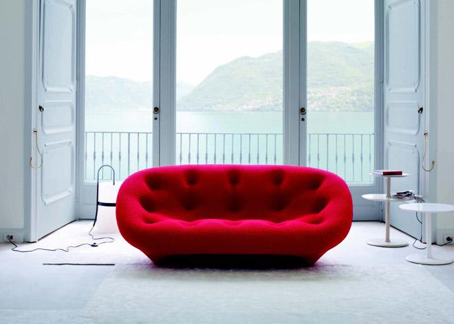 ספה בעיצובם של האחים בורולק. ''הביטאט''