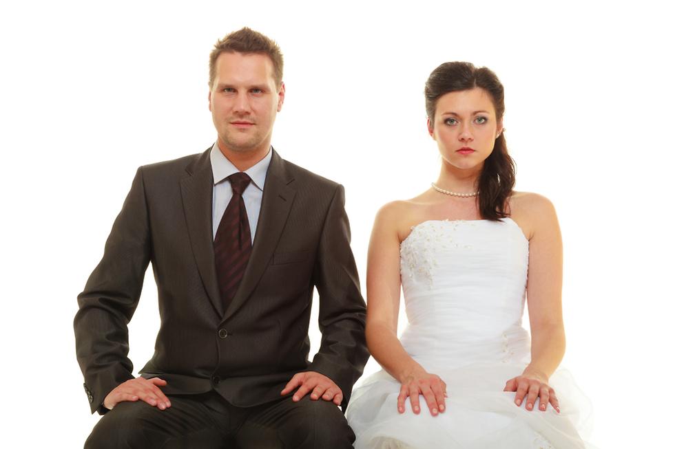 אילוסטרציה של חתן וכלה כועסים (צילום: Shutterstock)