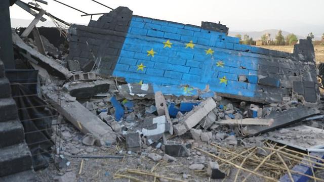 The demolished memorial (Photo: PixelHELPER  )