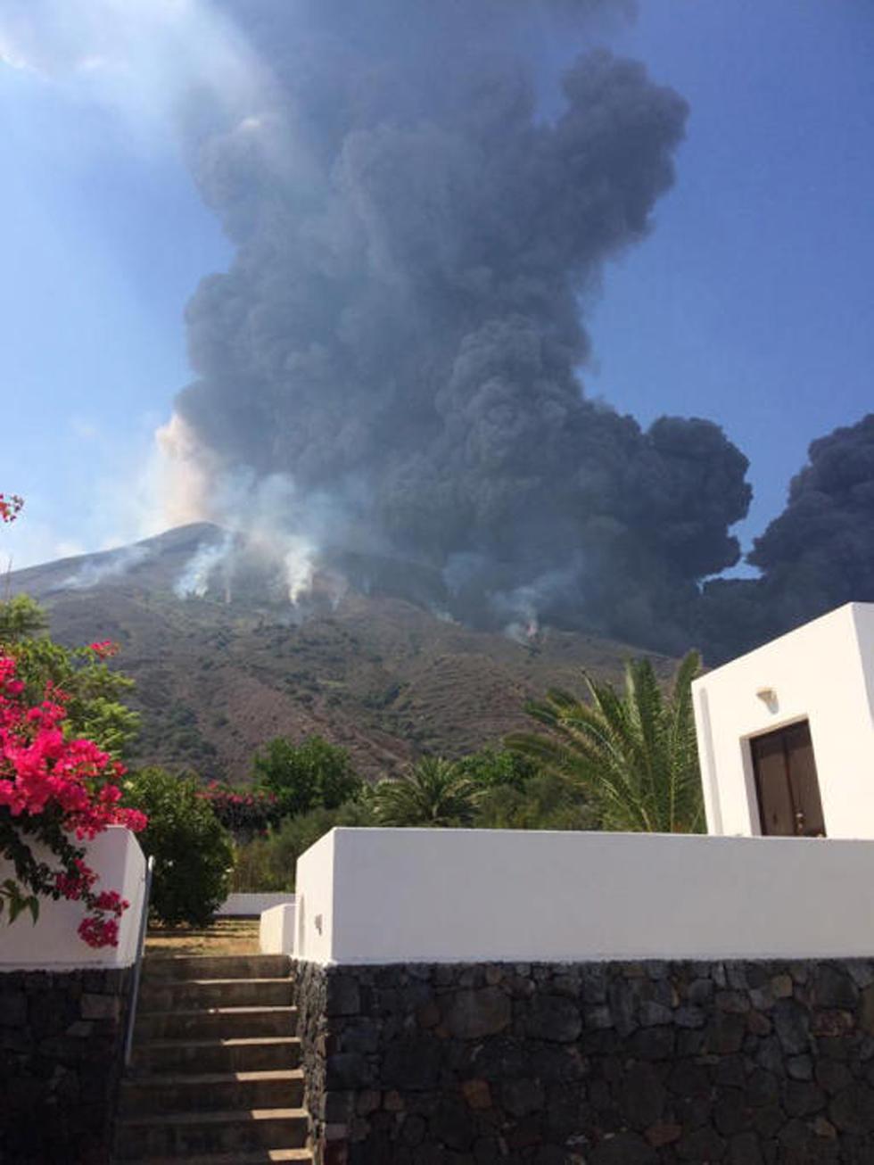 הר געש התפרצות געשית של סטרומבולי ב איטליה  (צילום: EPA)