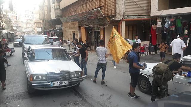 חלוקת ממתקים בלבנון ()