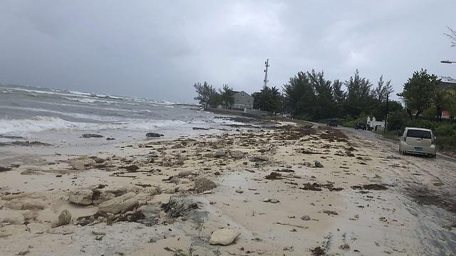 חוף ים ב איי בהאמה סופה הוריקן דוריאן (צילום: AFP)