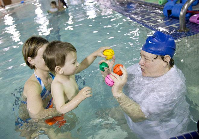 תמונה שלא יאהבו במשפחה של ענת: שיעור שחייה לילדים (צילום: AP)
