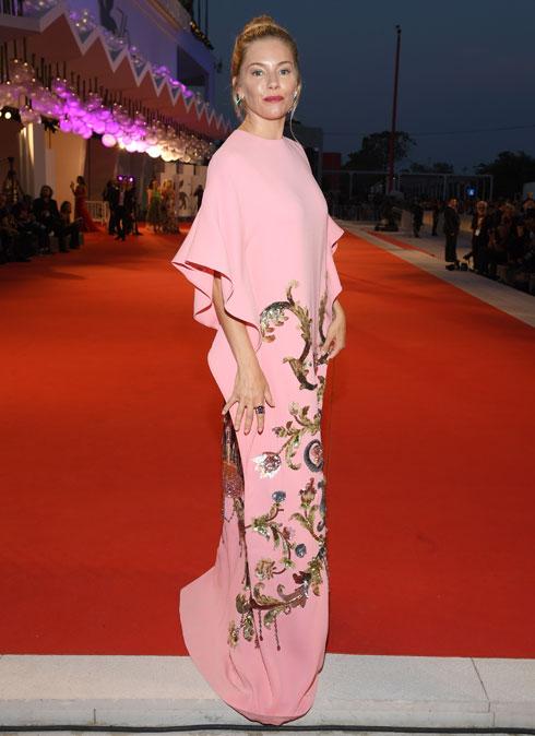 סיינה מילר לובשת גוצ'י (צילום: Pascal Le Segretain/GettyimagesIL)
