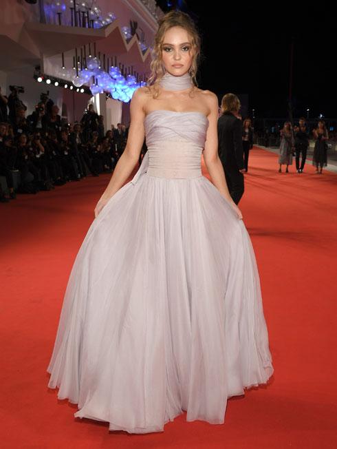 לילי רוז דפ לובשת שאנל (צילום: Pascal Le Segretain/GettyimagesIL)