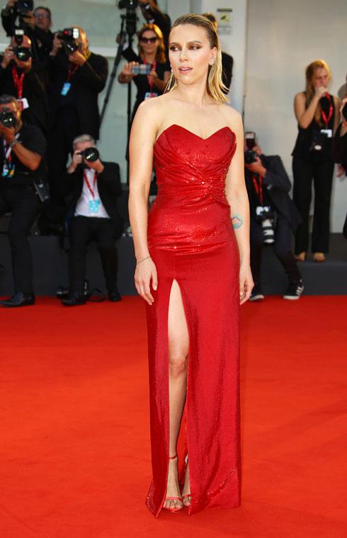 סקרלט ג'והנסון לובשת סלין (צילום: AP)