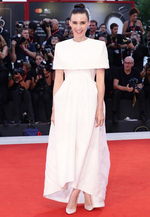 רוני מארה לובשת ז'יבנשי (צילום: Vittorio Zunino Celotto/GettyimagesIL)