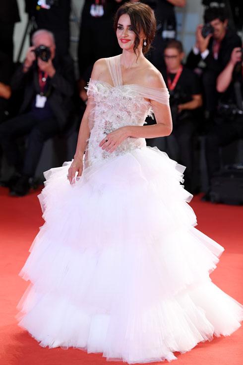 פנלופה קרוז לובשת ראלף & רוסו (צילום: Pascal Le Segretain/GettyimagesIL)