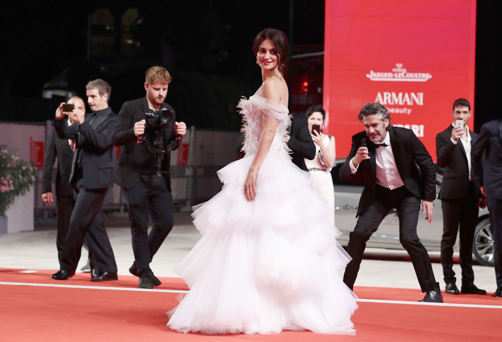 את שמלות הכלה עדיף לשמור לחתונה. פנלופה קרוז (צילום: Vittorio Zunino Celotto/GettyimagesIL)