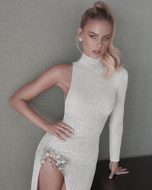 המשיכה לשמלה נועזת יותר, גם היא בעיצוב עידן כהן. זומר (צילום: אורי חיון)