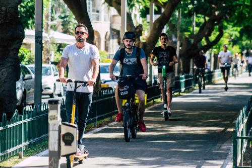 Тель-Авив: по дороге на работу. Фото: Jose Hernandez, shutterstock