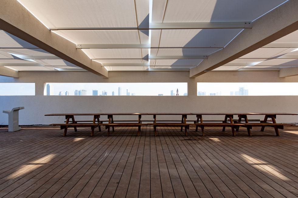 חצרות על הגגות. בהשראת הסגנון הבינלאומי, למשל בבית הספר ''באוהאוס'' בדסאו, אלה יהיו חצרות פעילות ולא גג טכני (צילום: דור נבו)
