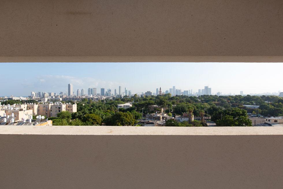ל-600 התלמידים, שיהפכו ל-1,200 בשנה הבאה, ממתין נוף מרהיב של העיר הגדולה (צילום: דור נבו)