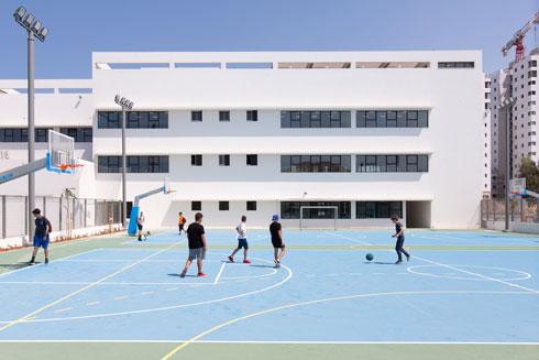תיכון פרס. פשטות בחזיתות (צילום: דור נבו)