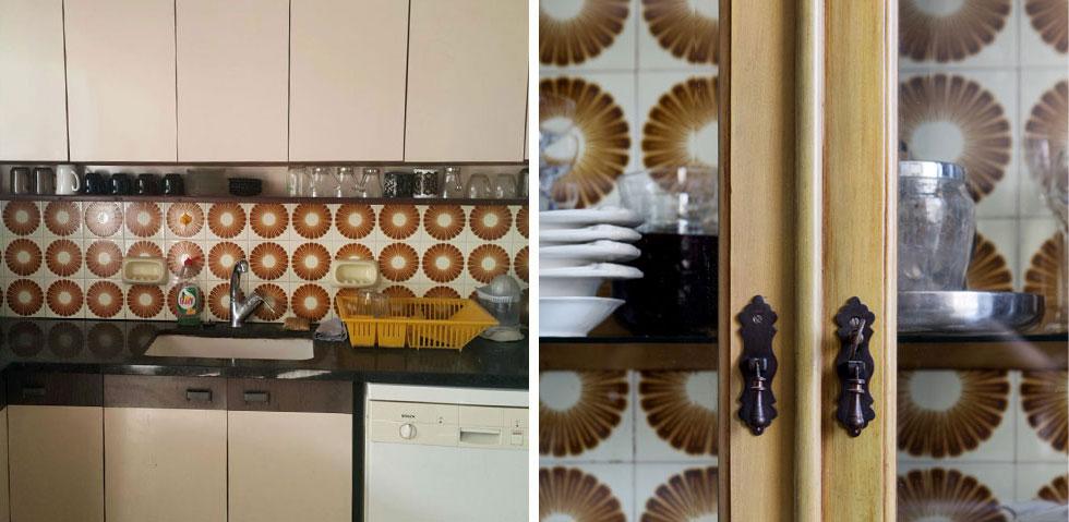 זכרון המטבח הישן נרמז בארון הוויטרינה (בתמונה מימין), שבו מוצגים הכלים על רקע אריחי הקיר המקוריים של המטבח הישן (משמאל) (צילום: סורנה כפיר, שירן כרמל)