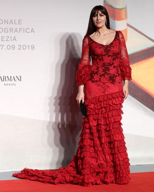 מוניקה בלוצ'י לובשת דולצ'ה & גבאנה (צילום: Vittorio Zunino Celotto/GettyimagesIL)