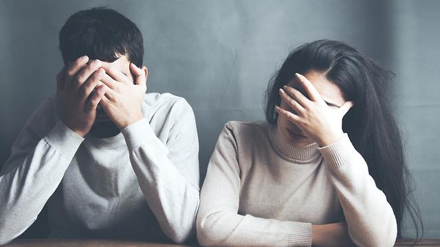 אילוסטרציה של זוג עצוב (צילום: Shutterstock)