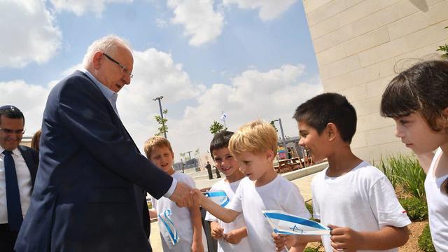 הנשיא ראובן ריבלין מבקר בקריית החינוך החדשה באשכול, עוטף עזה (צילום: חיים הורנשטיין)