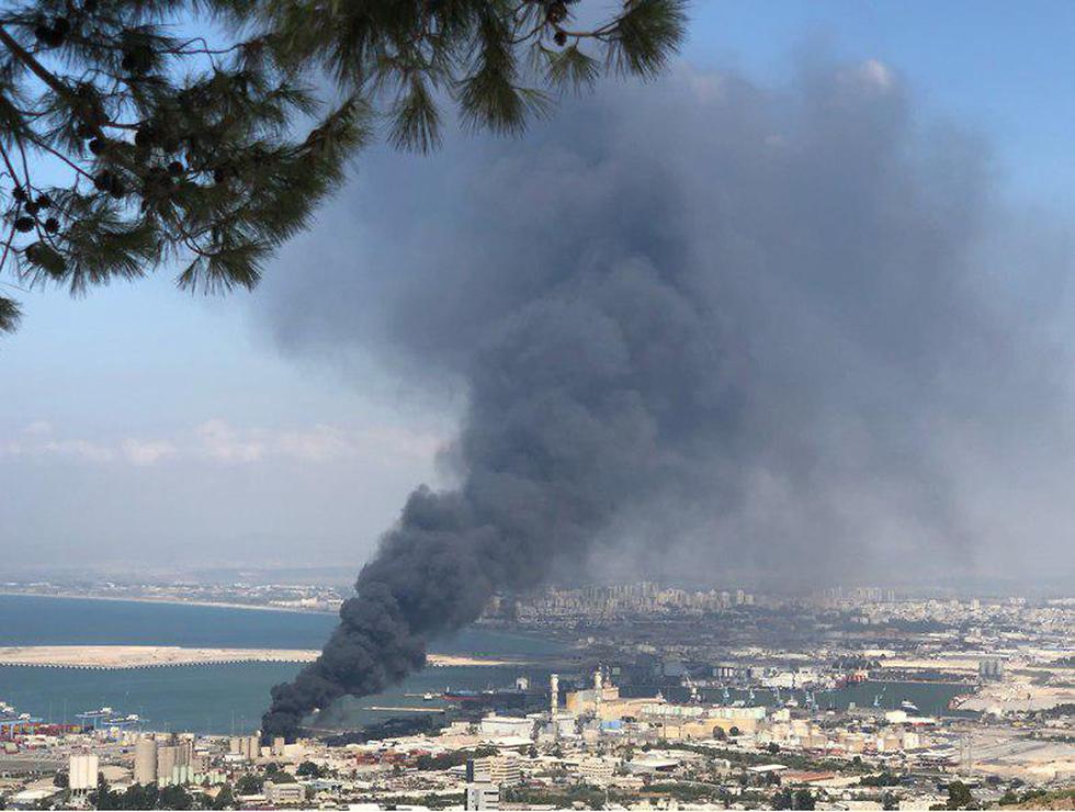 שריפה במפעל שמן בחיפה (צילום: אורי שאול)