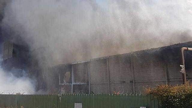 שריפה במפעל שמן בחיפה (צילום: דוברות כבאות והצלה מחוז חוף)