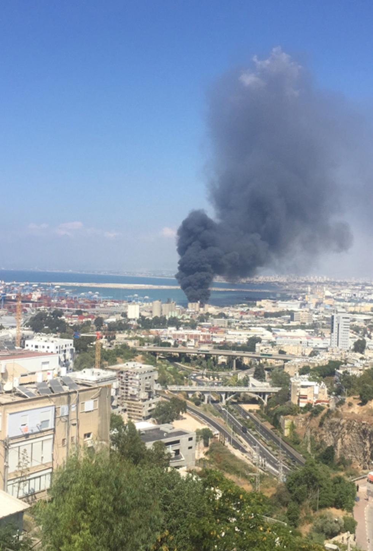 שריפה במפעל שמן בחיפה (צילום: אקי פלקסר)