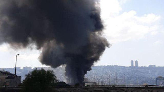 שריפה במפעל שמן בחיפה (צילום: איתי יהלום)