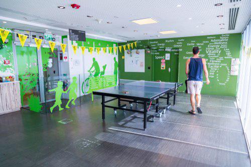 Офис Google в Тель-Авиве: местечко для отдыха, одежда - соответствующая. Фото: ColorMaker, shutterstock