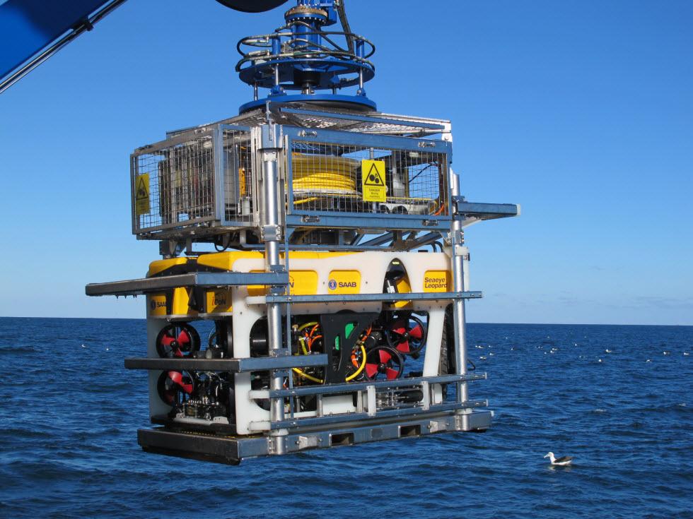 אפשר להתקין על הרובוטים האלו מערכות מורכבות כמו ידיים.  רובוט ימי לפני ירידתו למים.  (צילום: ביה