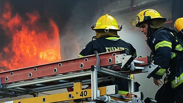 שריפה במפעל שמן בחיפה (צילום: גיל נחושתן)