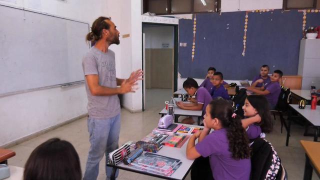 מורים יהודים מלמדים בבית ספר במגזר הערבי (צילום: שמיר אלבז)