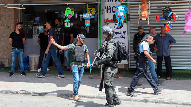 Службы безопасности Израиля в деревне Аззун. Фото: AFP