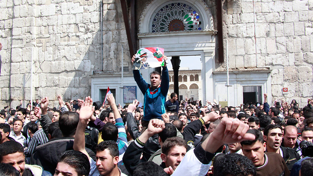 סוריה הפגנות הפגנה דמשק (צילום: EPA)