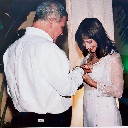 מספר המזל שלה. חני נחמיאס ובעלה מאיר ביום חתונתם