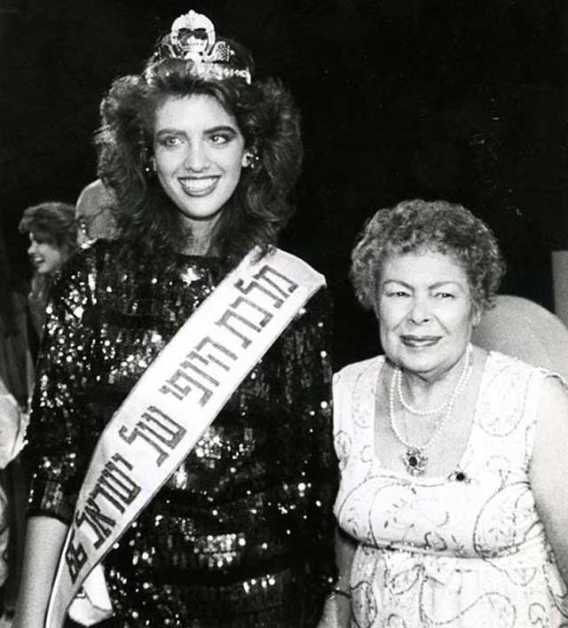 Хемда Нофах-Мозес с королевой красоты Нили Друкер. Фото: Шош Блумберг