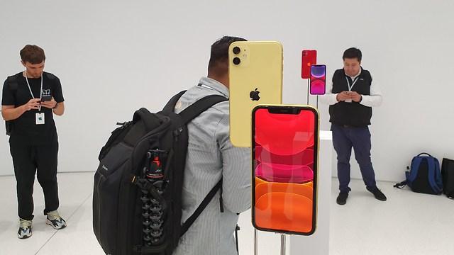 האייפונים החדשים (צילום: טל שחף)
