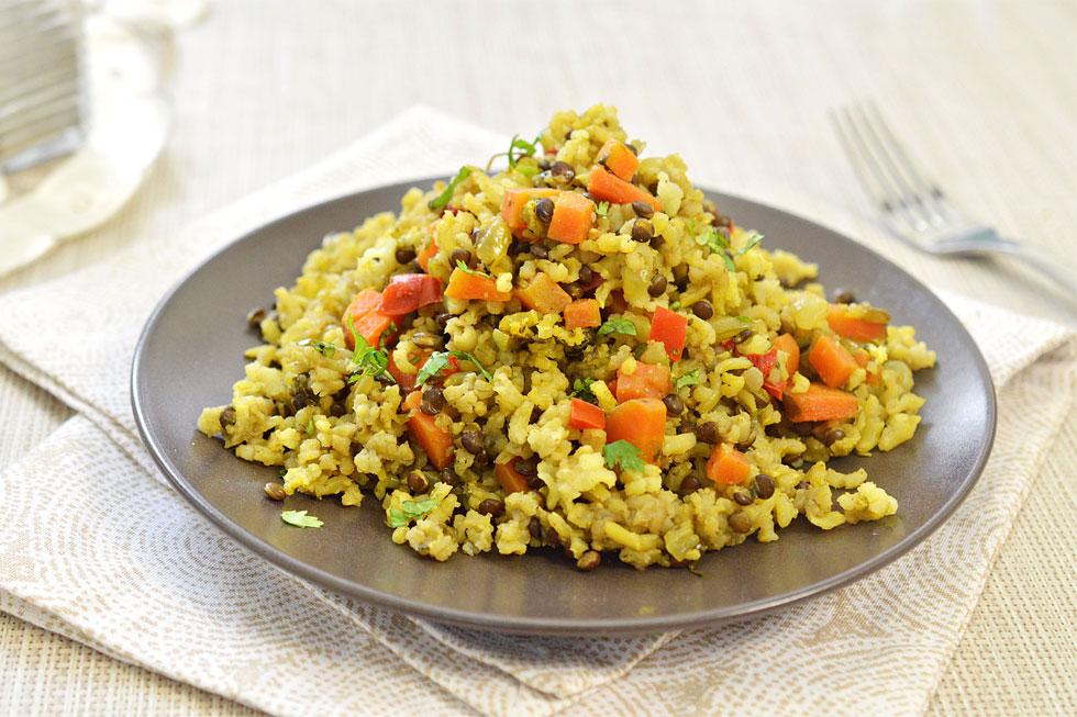 אורז מלא עם עדשים וירקות (צילום: אפרת סיאצ'י)