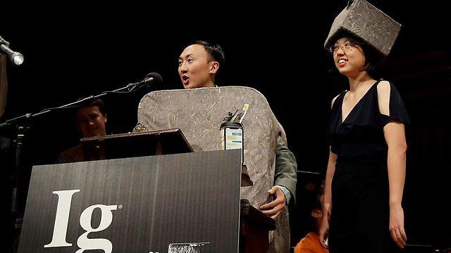 הפרס בפיזיקה הוענק לקבוצת חוקרים בינלאומית שבדקה כיצד הוומבטים - יונקי כיס אוסטרליים - מפרישים את הגללים היחודיים שלהם (צילום: AP)