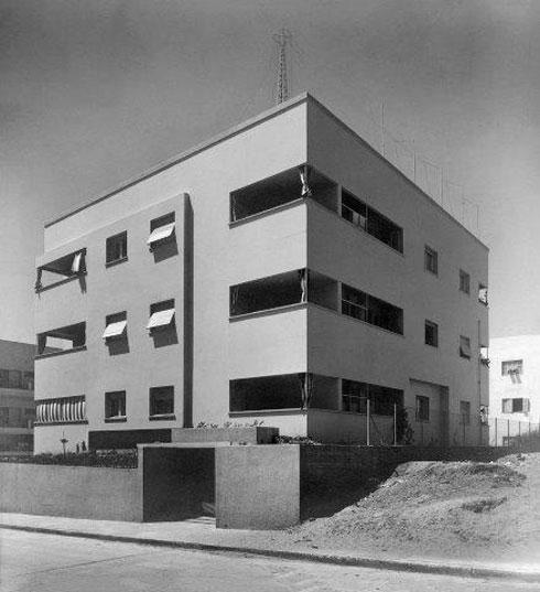 הבניין המקורי באחד העם פינת החשמונאים, כפי שתכננו אותו ב-1936 האדריכל דב כרמי והמהנדס צבי ברק (צילום: יצחק קלטר, באדיבות: עדה כרמי מלמד)