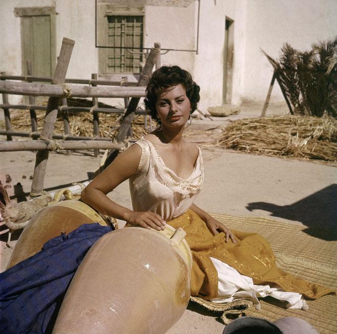 """חתומה על המשפט האלמותי """"את כל מה שאתם רואים, אני חייבת לספגטי"""". 1957 (צילום: AP)"""
