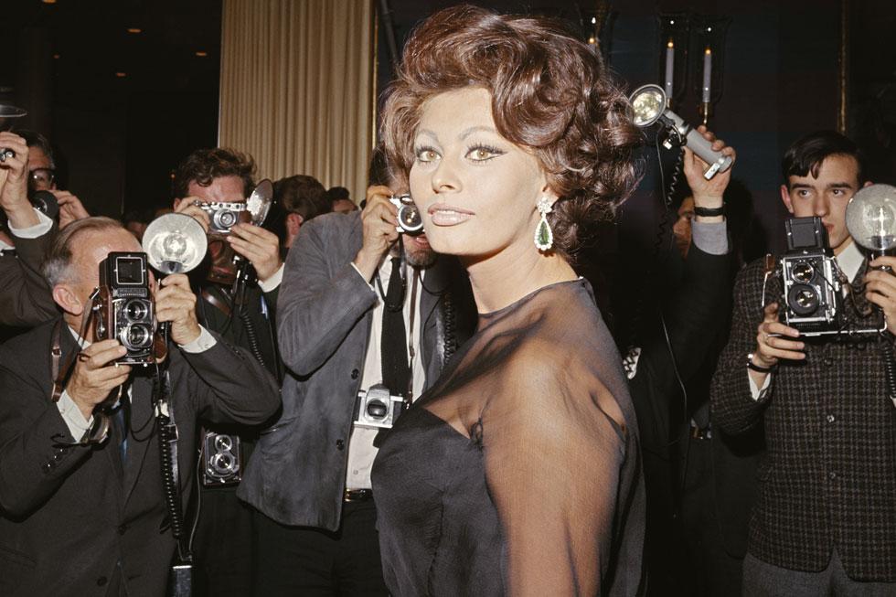 לאורך עשרות שנות הקריירה שלה היא יצרה ושכללה את המראה המזוהה איתה. 1965 (צילום: Keystone Features/GettyimagesIL)