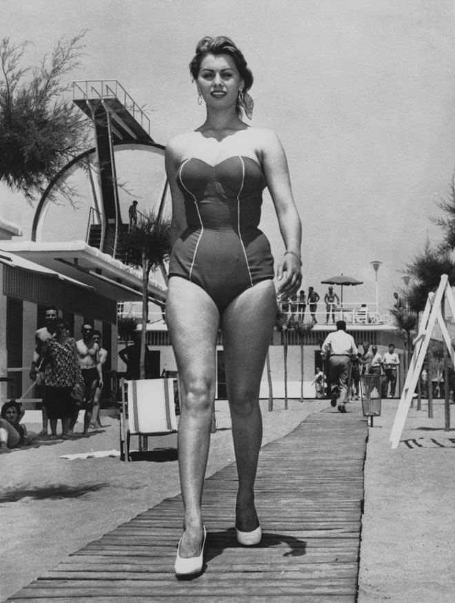 המראה שלה נחשב לתמצית היופי האיטלקי הנשי. 1956 (צילום: Keystone Features/GettyimagesIL)