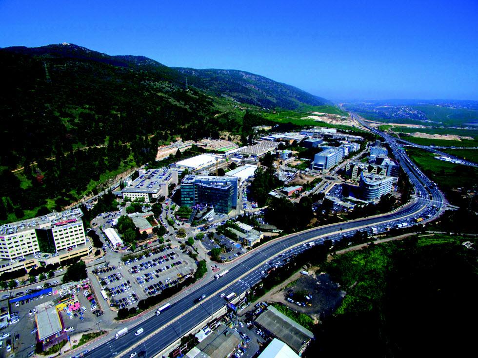 פארקי העסקים בקיסריה וביקנעם, כ־20 דקות נסיעה מחריש  (צילום: אופק צילומי אויר אבינערי הפקות)