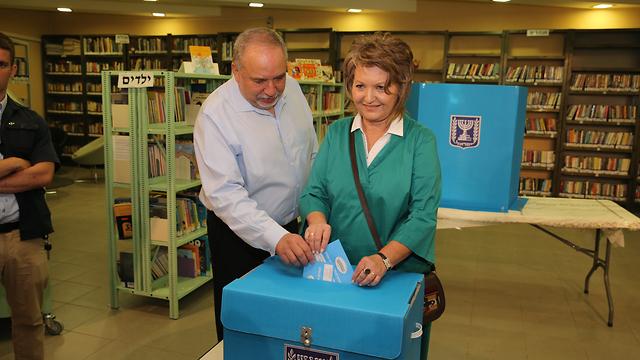 Yisrael Beiteinu leader Avigdor Liberman and wife Ella (Photo: Amit Shabi)