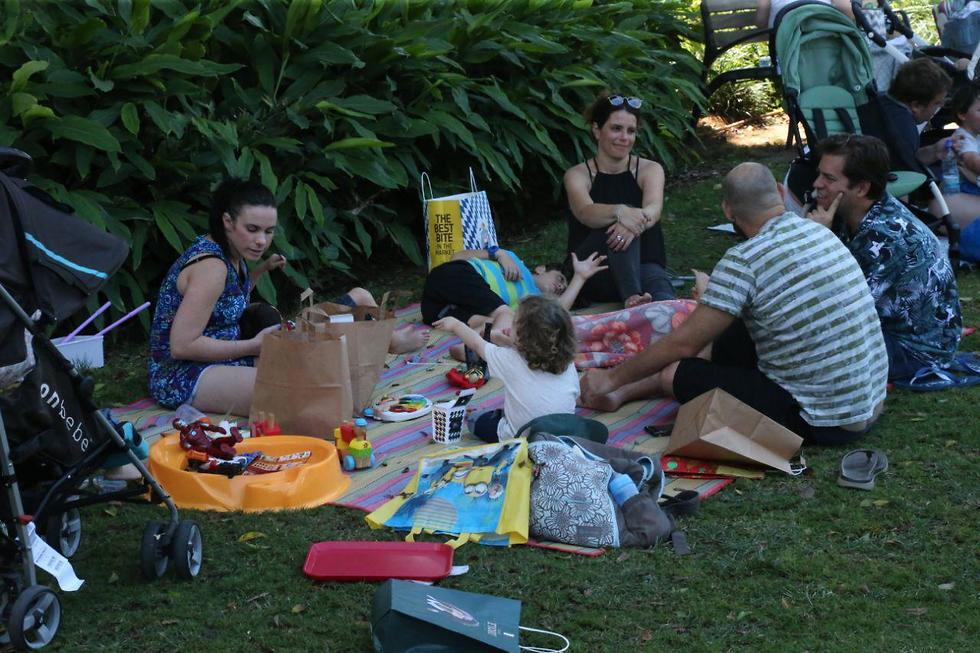 Israelis enjoying thier day off on Election Day (Photo: Motti Kimchi)
