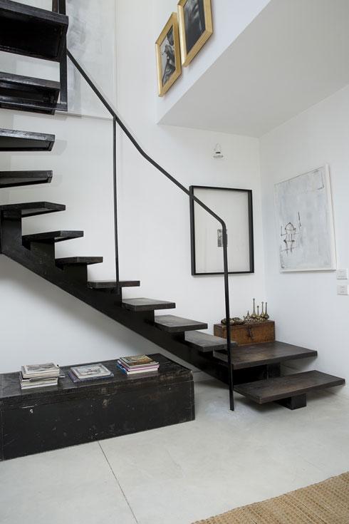 המדרגות לקומה השנייה (צילום: ענבל מרמרי)
