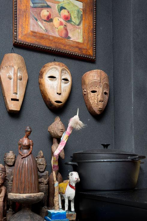 פריטי אמנות בכל פינה (צילום: ענבל מרמרי)