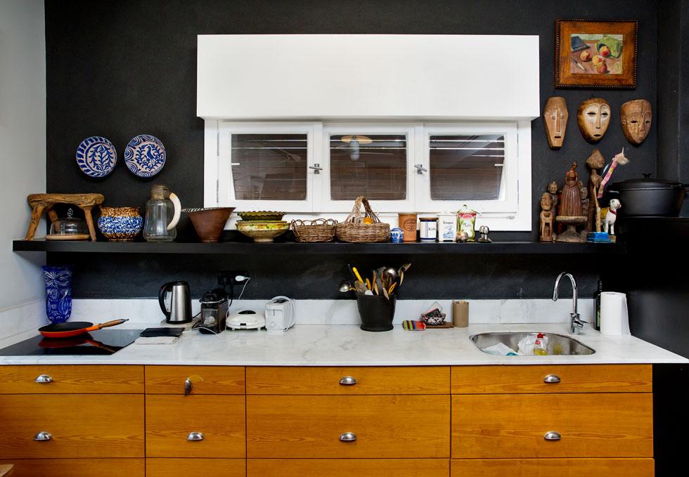 המטבח המאובזר, אשר אלמביק מעידה כי אינה מבשלת בו כלל (צילום: ענבל מרמרי)