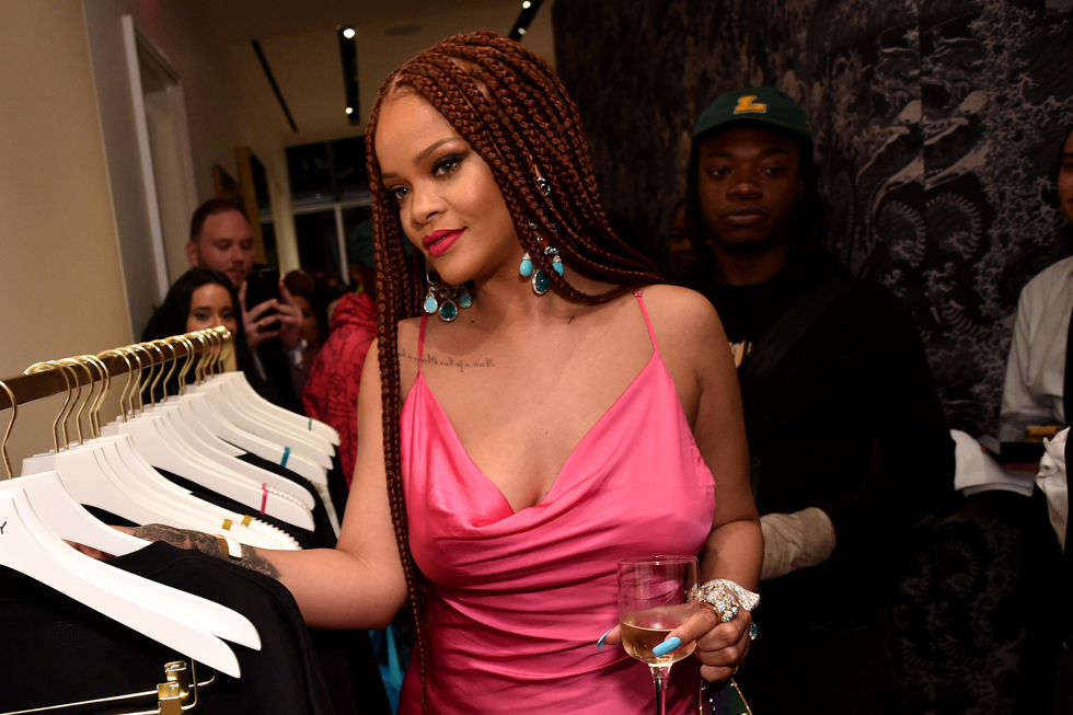 ריהאנה מוותרת באופן קבוע בלי חזיות (צילום: Bryan Bedder/GettyimagesIL)